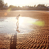 Flicka på sandstranden Fotografering för Bildbyråer