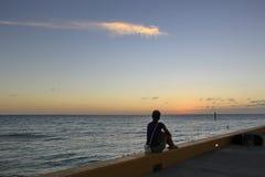 Flicka på solnedgången Royaltyfria Bilder