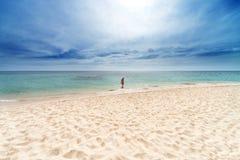 Flicka på strand Royaltyfri Fotografi