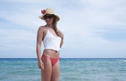 Flicka på stranden Fotografering för Bildbyråer