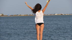 Flicka på stranden royaltyfria bilder