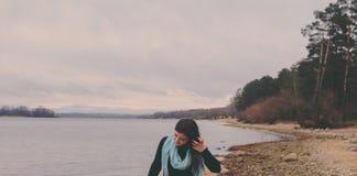 Flicka på stranden royaltyfria foton