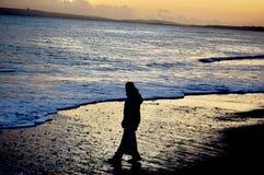 Flicka på stranden Royaltyfri Fotografi