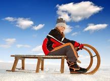 Flicka på en sleigh Arkivfoto