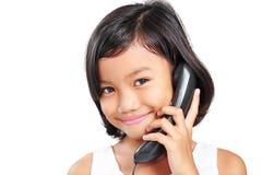 Flicka på telefonen Royaltyfri Fotografi