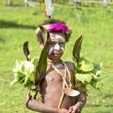 Flicka Papua Nya Guinea med målad krokodilhud Royaltyfria Foton