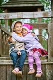 Flicka-preschooler skratt och spelrum Royaltyfria Bilder