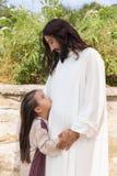 Flicka som ägnas till Jesus Royaltyfria Foton
