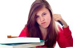 Flicka som är ilsken med skolaarbete royaltyfri bild