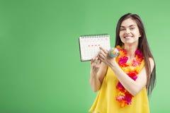 Flicka som är klar att semestra arkivfoto