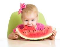 Flicka som äter vattenmelon Fotografering för Bildbyråer