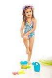 Flicka som applicerar sunblocklotion Arkivfoton