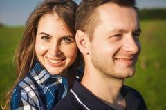 Flicka som bakifrån kramar grabben Fotografering för Bildbyråer