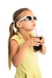 Flicka som dricker Cola royaltyfri bild