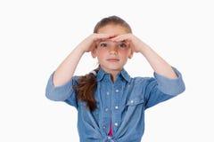 Flicka som framåt ser Arkivfoto