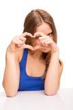 Flicka som gör förälskelsetecknet Arkivfoto