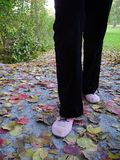 flicka som går x Fotografering för Bildbyråer