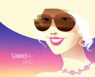 Flicka som ha på sig solglasögon Fotografering för Bildbyråer