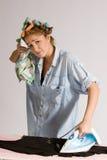 flicka som houseworking arkivbilder