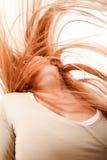 Flicka som kastar hår Fotografering för Bildbyråer