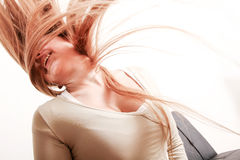 Flicka som kastar hår Royaltyfria Foton