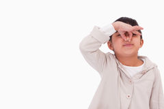 Flicka som klämmer henne näsa Arkivfoto