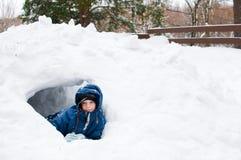 flicka som leker utomhus snow Fotografering för Bildbyråer