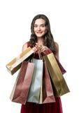 Flicka som ler och rymmer shoppingpåsar Arkivbilder