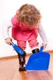 flicka som little hjälper Fotografering för Bildbyråer