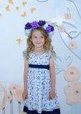 flicka som little hjälper Royaltyfri Bild