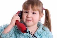 flicka som little telefon talar arkivfoton