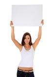 Flicka som lyfter det blanka vita tecknet Arkivfoton