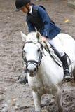 Flicka som ridning en häst Royaltyfri Fotografi