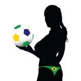 Flicka som rymmer bollen med brasilianska färger Arkivbilder