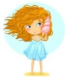 Flicka som rymmer ett snäckskal Royaltyfri Fotografi