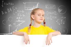 Flicka som rymmer ett vitt baner Arkivbilder