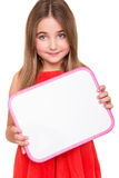 Flicka som rymmer ett vitt bräde royaltyfri bild