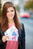 Flicka som rymmer euro 80 Arkivfoton