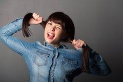Flicka som rymmer hennes hår Fotografering för Bildbyråer