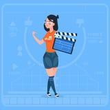 Flicka som rymmer kanalen för Clapperboard den moderna videopd BloggerVlog skapare vektor illustrationer