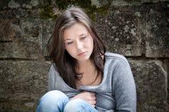 flicka som ser tonårs- fundersama problem Fotografering för Bildbyråer