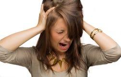 Flicka som skriker med händer på huvudet Arkivbild