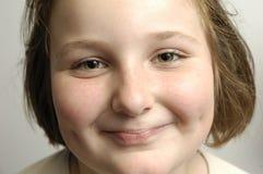 flicka som smilling fotografering för bildbyråer