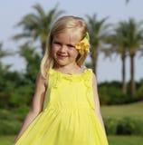 Flicka som smilling Royaltyfri Foto