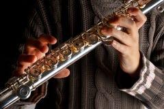 Flicka som spelar flöjten Arkivfoto
