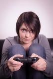 Flicka som spelar videospel Royaltyfria Foton