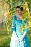 Flicka i tappningklänning Royaltyfria Bilder