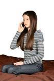 Flicka som stannar till telefonen Royaltyfria Bilder