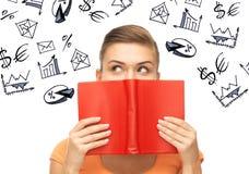 Flicka som studerar nationalekonomi och finanser royaltyfri foto