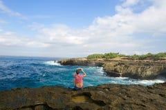 Flicka som tar fotoet Fotografering för Bildbyråer